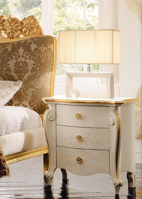 Classic luxury bedroom furniture Amelie Golden 3
