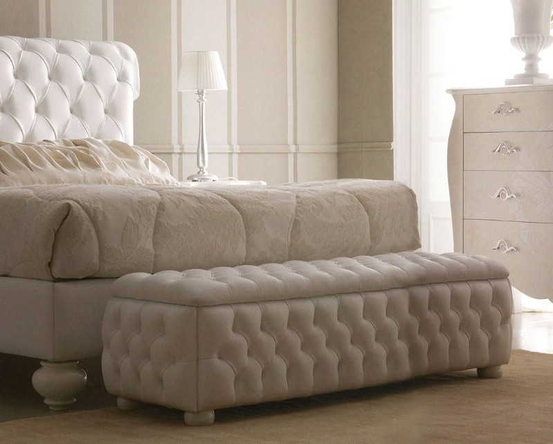 Classic luxury bedroom furniture Via Veneto 5